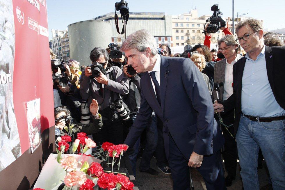 El presidente de la Comunidad de Madrid, Ángel Garrido, durante la ofrenda floral en el acto 'In Memorian' en recuerdo a las víctimas en la estación de Atocha de Madrid.