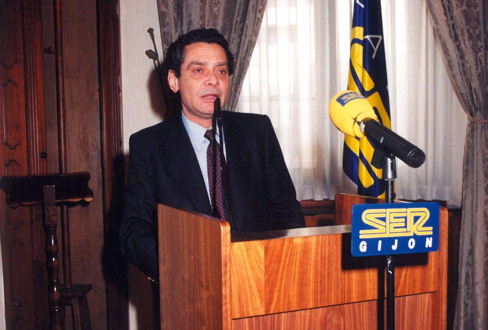 Augusto Delkader durante la intervención del galardón en el año 1998