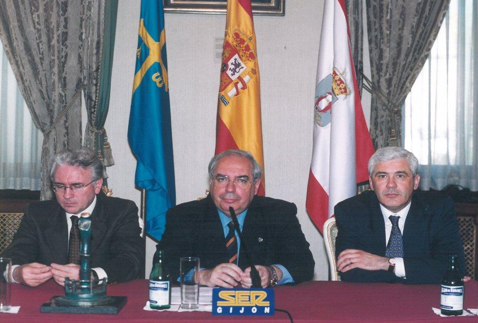 Autoridades en el Salón de Recepciones (1999)