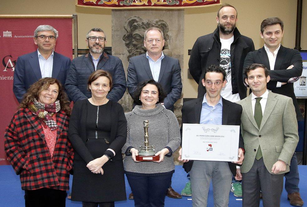 Foto de familia con el galardonado VEGAPRESAS (2016)