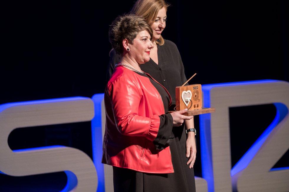 Pilar Jiménez, presidenta de APRECU recibe el Reconocimiento al Sector Cuchillero