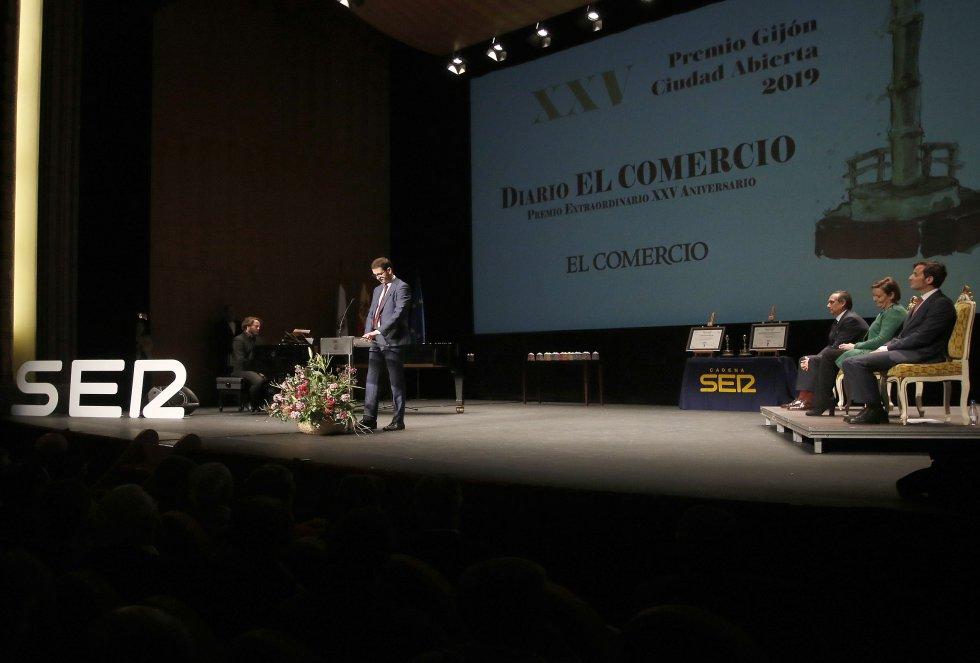 El director general de EL COMERCIO, Goyo Ezama, durante su discurso