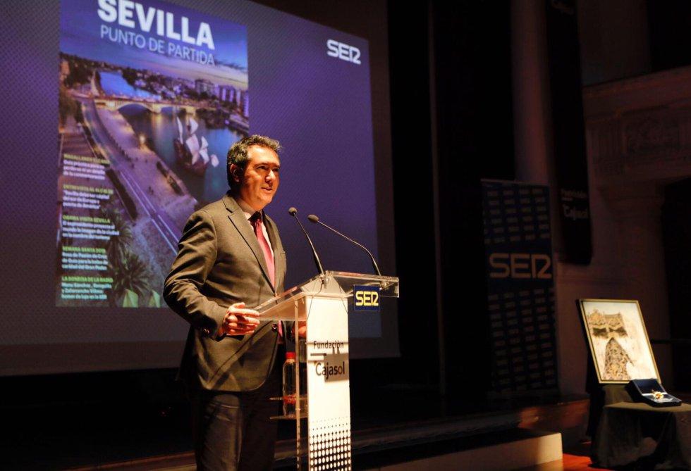 El alcalde Juan Espadas también estuvo presente en el acto