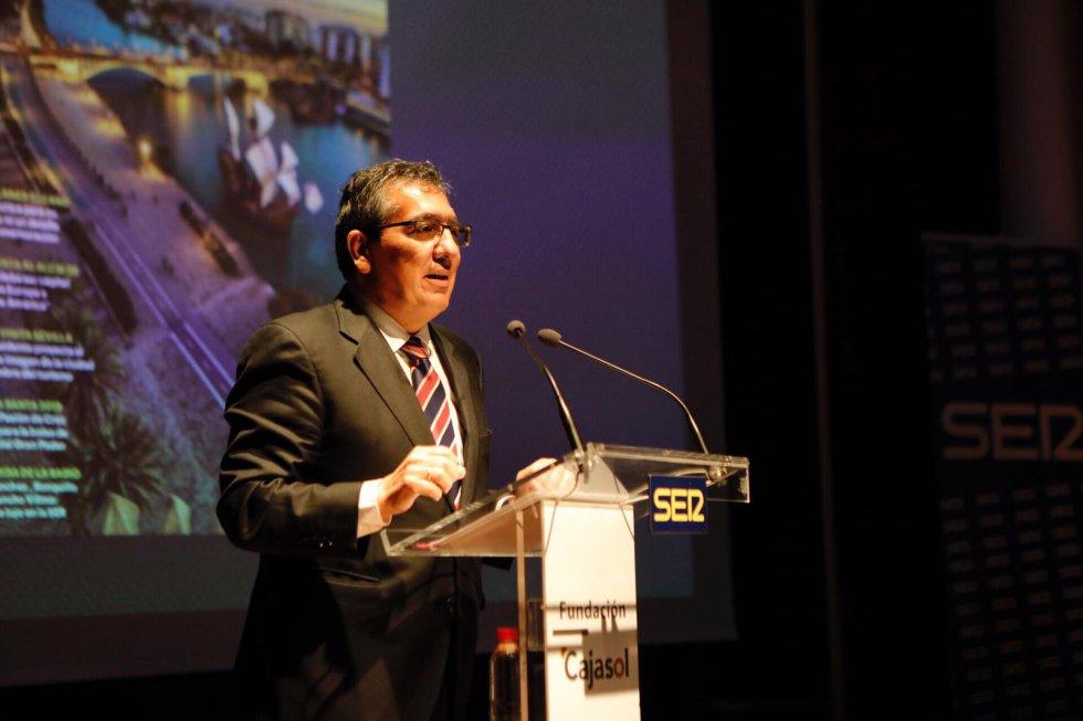 Antonio Pulido, anfitrión del acto como presidente de la Fundación Cajasol