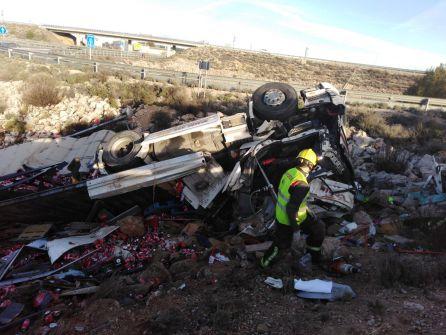 Rescatada una joven embarazada tras empotrar su coche contra un camión en la A3