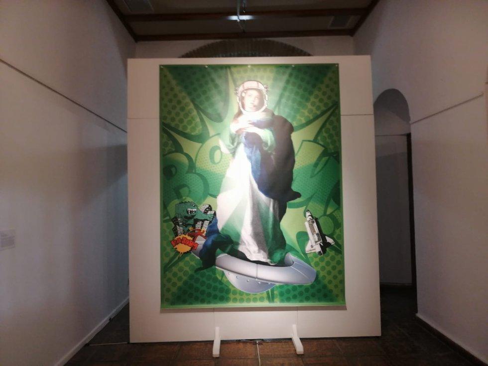 'Reina de los Cielos. Altar Galáctico' de Eva Guil Walls.