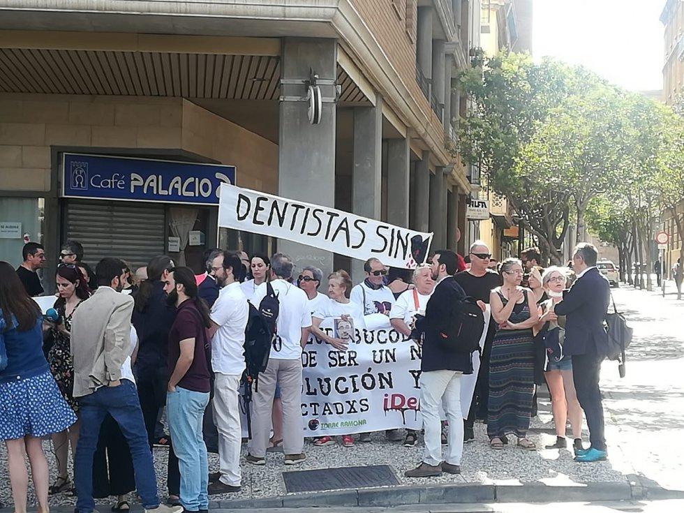 La conformación de las Cortes de Aragón no ha estado exenta de protestas: los afectados de iDental exigen soluciones