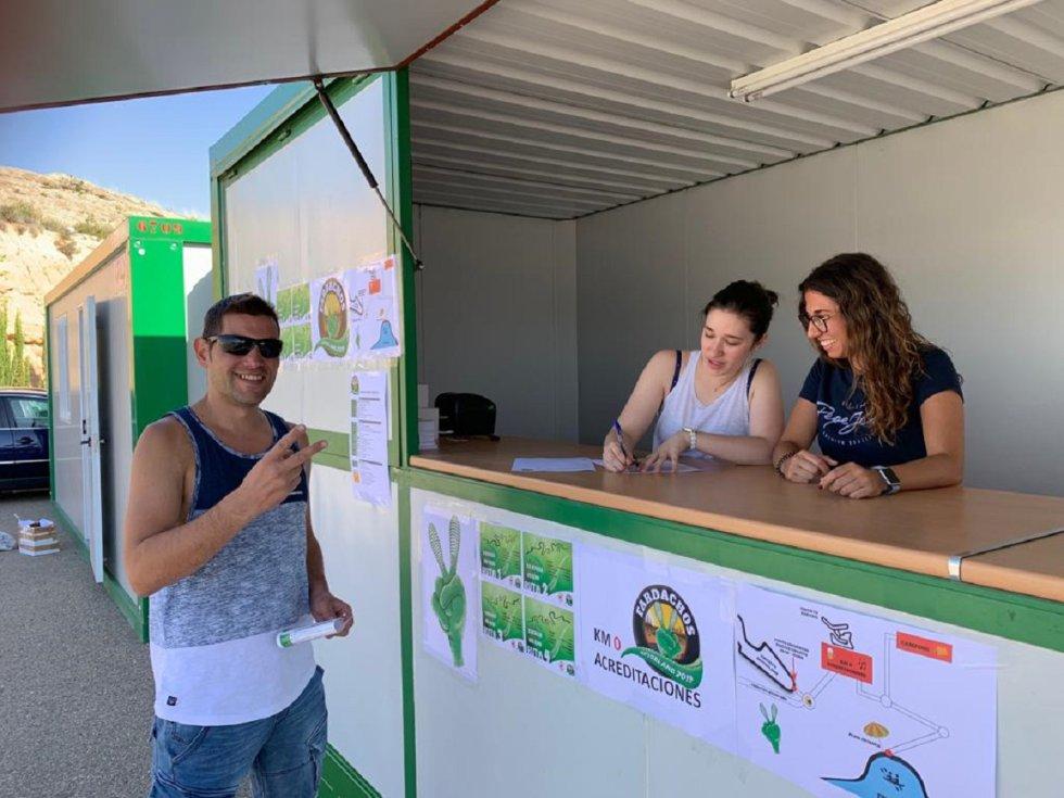 Recepción de los primeros participantes en el circuito de Alcañiz