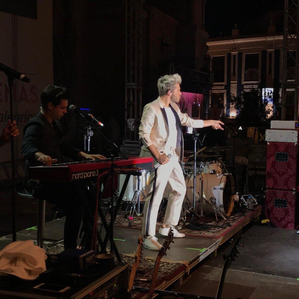 Más de 6.000 personas disfrutaron del concierto Cadena Dial, durante las fiestas del Vino, con la actuación de Blas Cantó