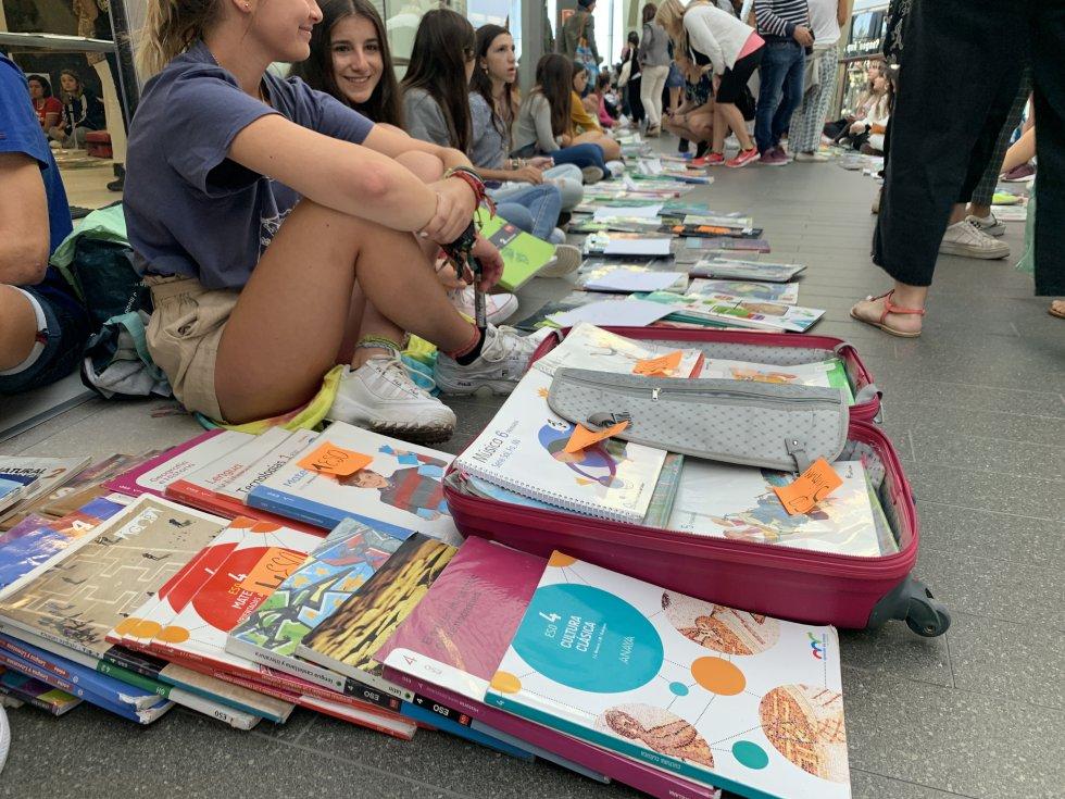 El Mercadillo Gelete del libro usado de texto se convierte en éxito un año más