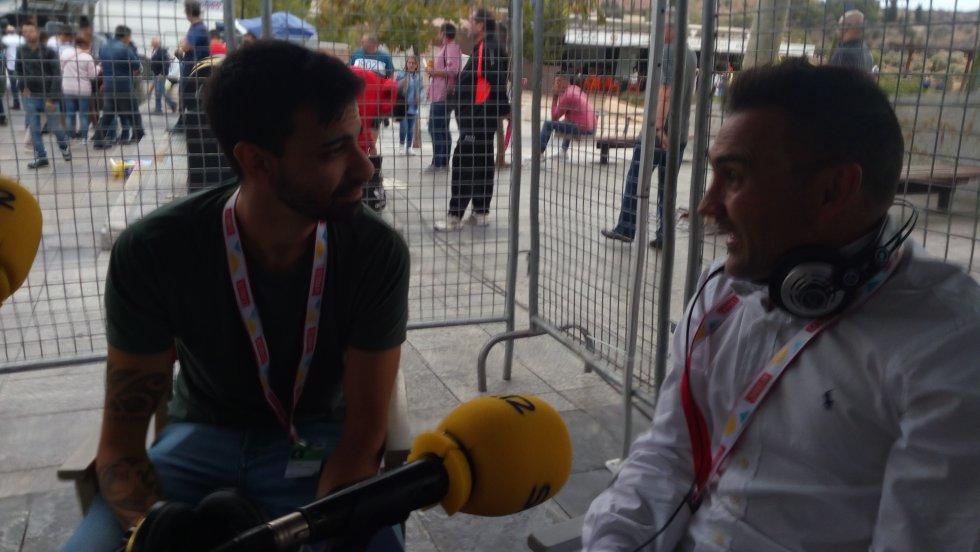 El programa SER Deportivos Toledo también se emitió desde la llegada. Aquí Rafa Díaz Justo junto a Álvaro Calleja