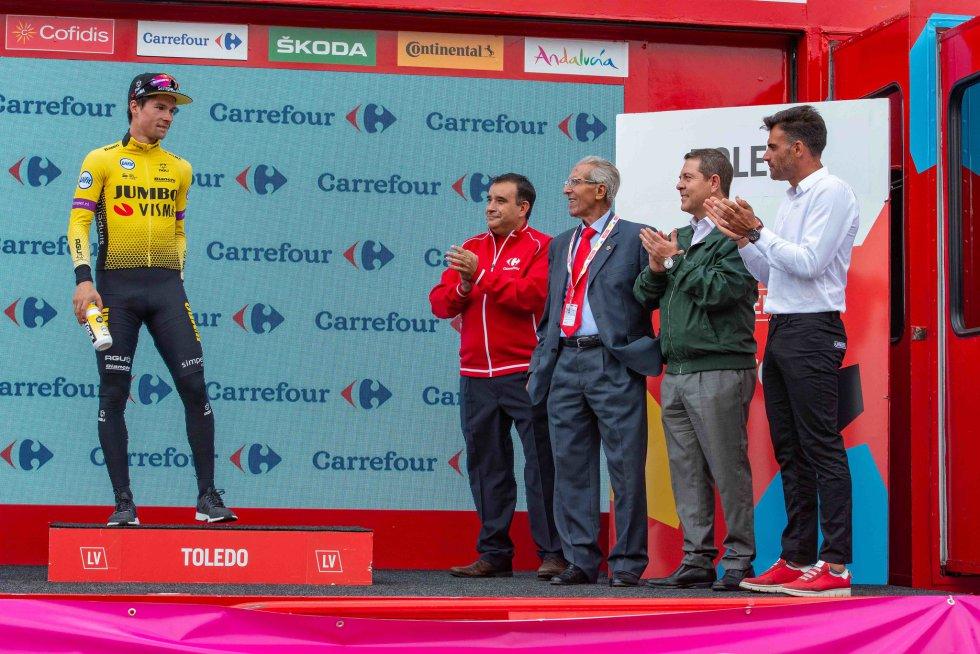 Pereiro, García-Page y Bahamontes aplauden al líder Primoz Roglic