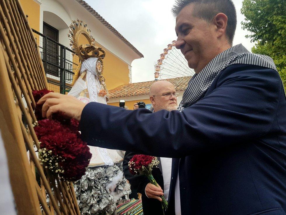 La ofrenda floral a la Virgen de los Llanos y el partido del Alba, en imágenes