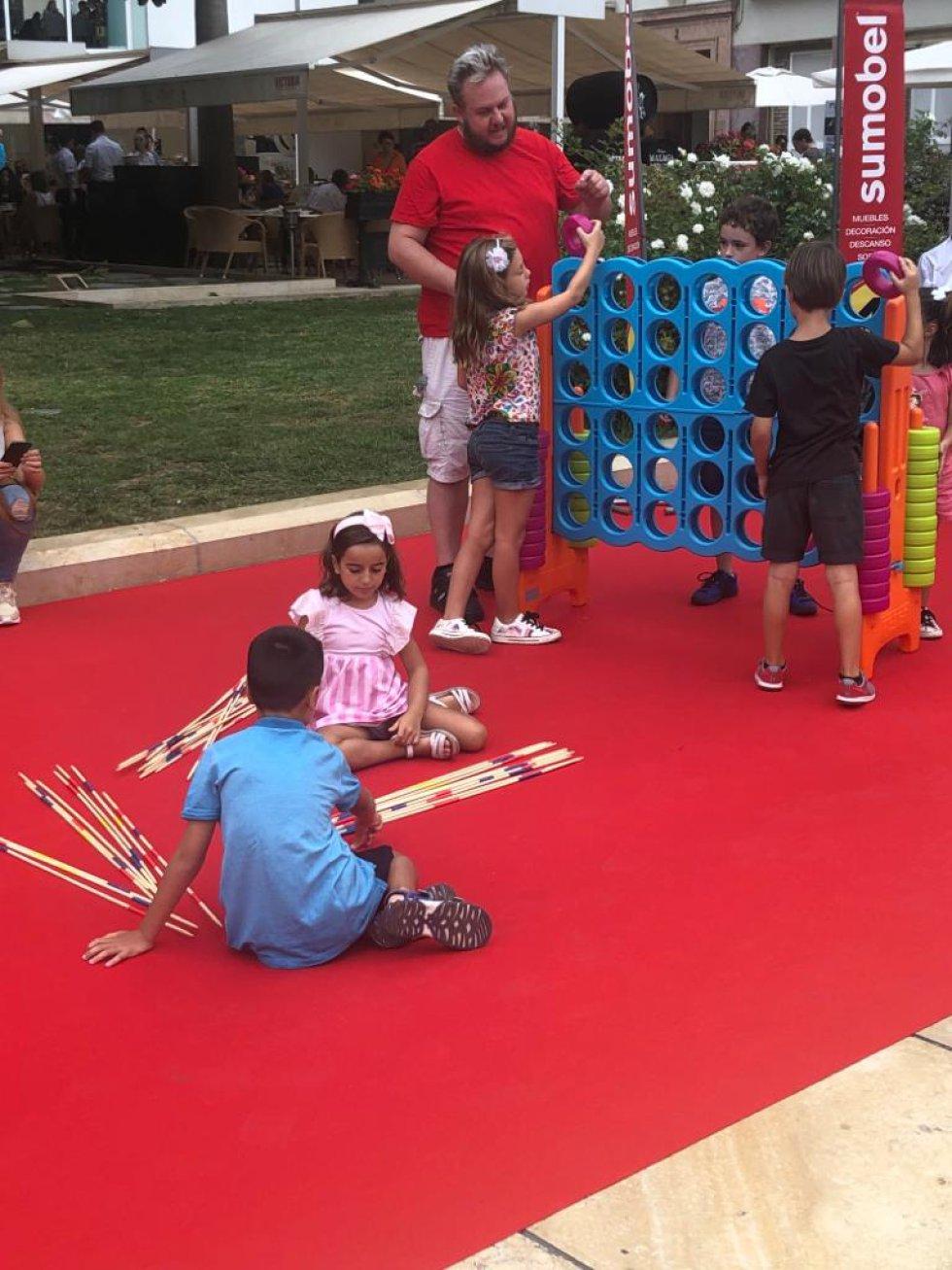 Niñas y niños en Actúa Málaga