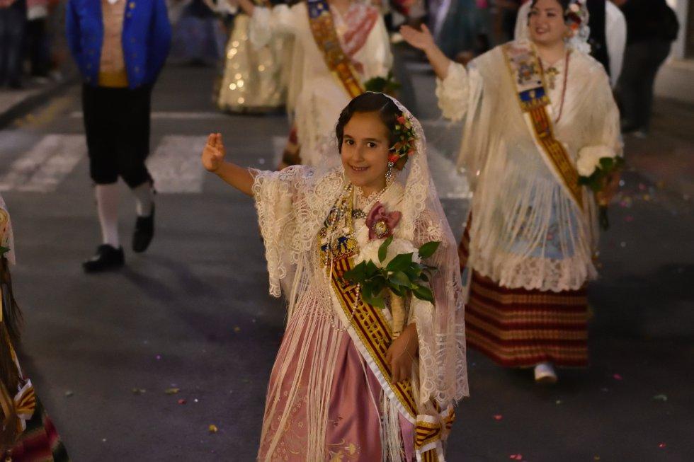 FOTOGALERÍA | Ofrenda de flores a San Crispín y San Crispiniano en las Fallas de Elda