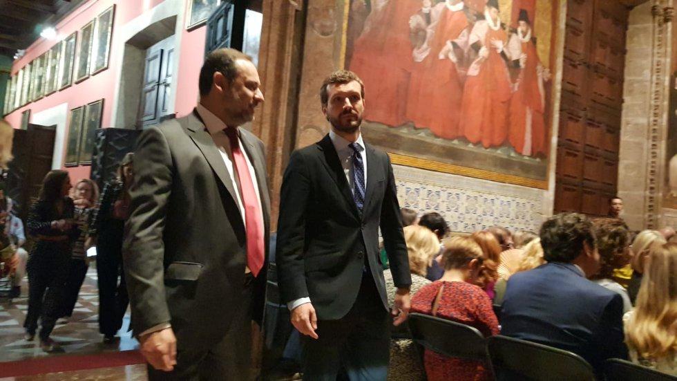 El ministro de Fomento en funciones, José Luis Ábalos, y el líder del Partido Popular, Pablo Casado, se han desplazado a València este 9 d'Octubre