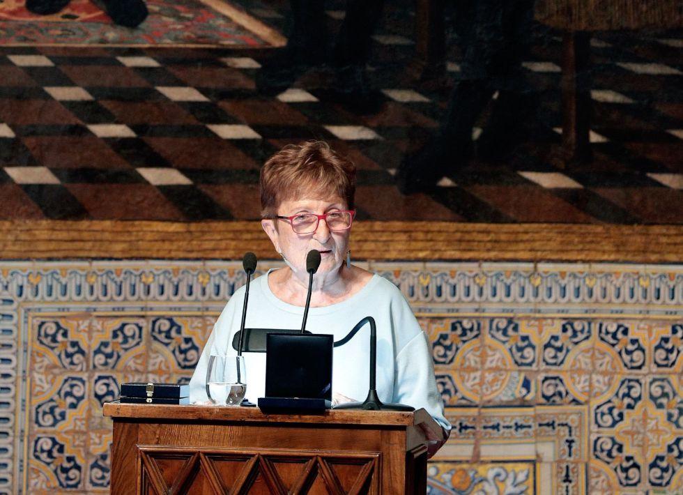La editora Rosa Serrano, durante su intervención, en nombre de los premiados, tras el acto institucional del 9 d'Octubre, Día de la Comunidad Valenciana