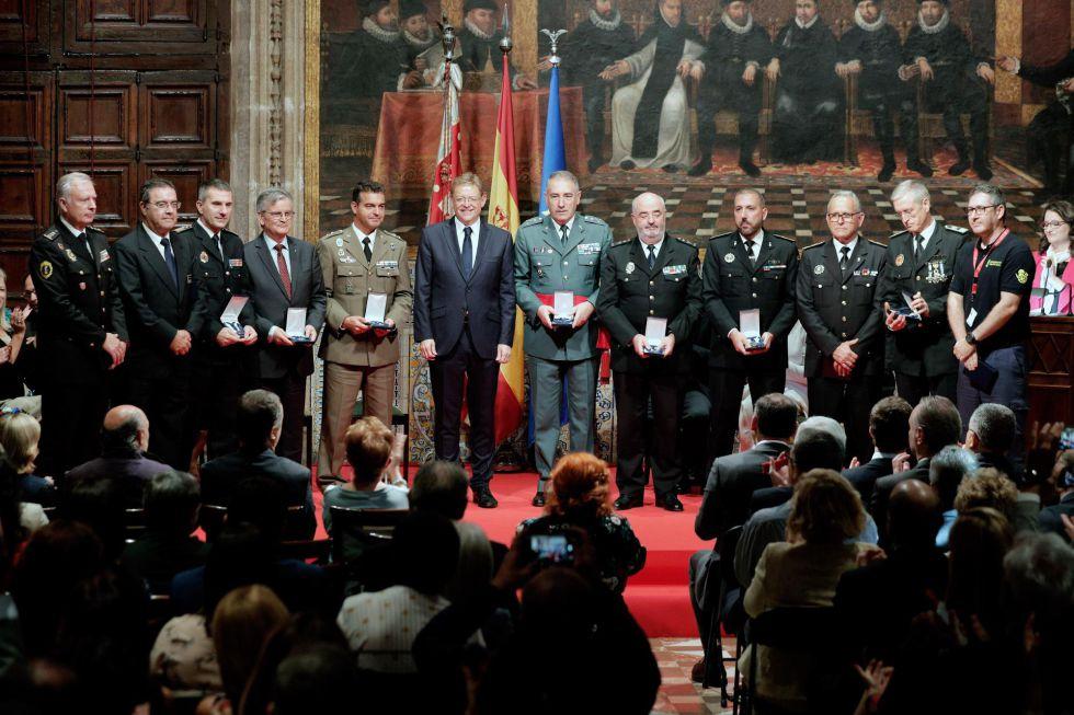 La Generalitat celebra el 9 d'Octubre con la entrega de sus distinciones, entre otros, a los equipos de respuesta civil y militar que trabajaron durante la gota fría de septiembre