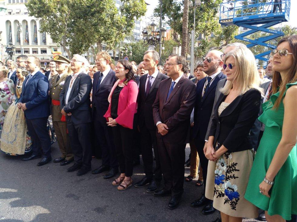 A la procesión cívica han acudido representantes políticos de la Comunitat y del Gobierno central. Entre ellos el ministro de Ciencia e Innovación en funciones, Pedro Duque.
