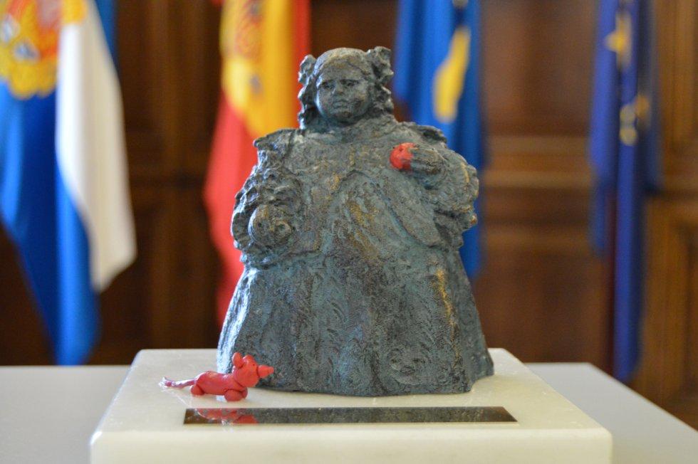 Edición especial de 'La Monstrua' elaborada por el escultor Favila para la cita