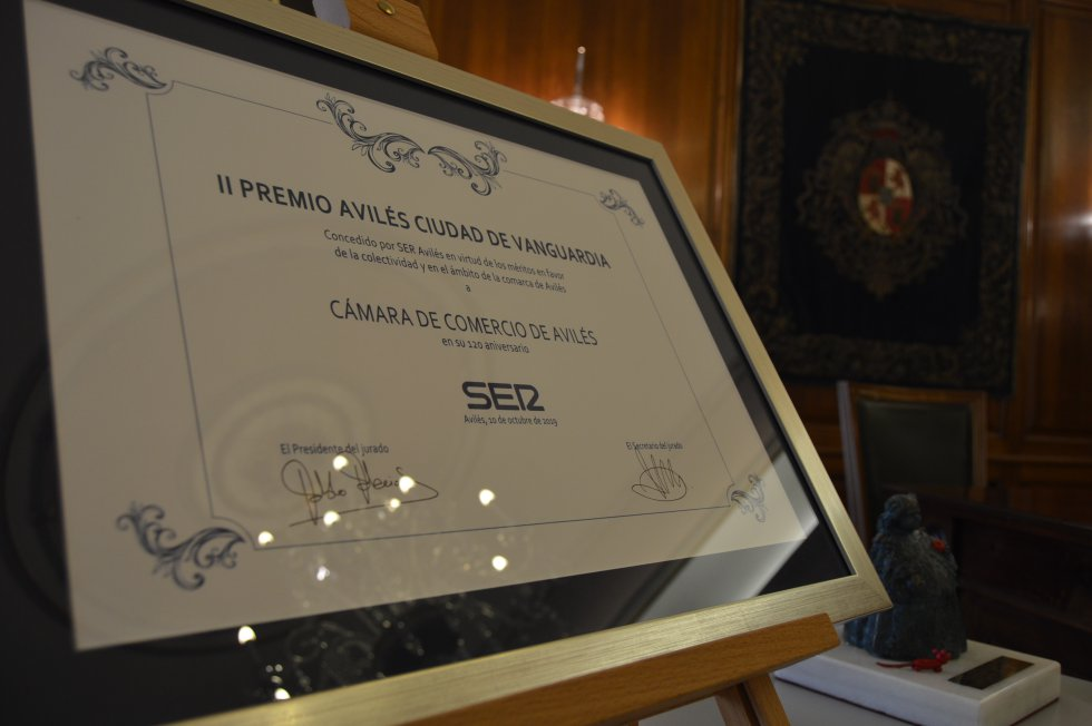 Diploma para el galardonado
