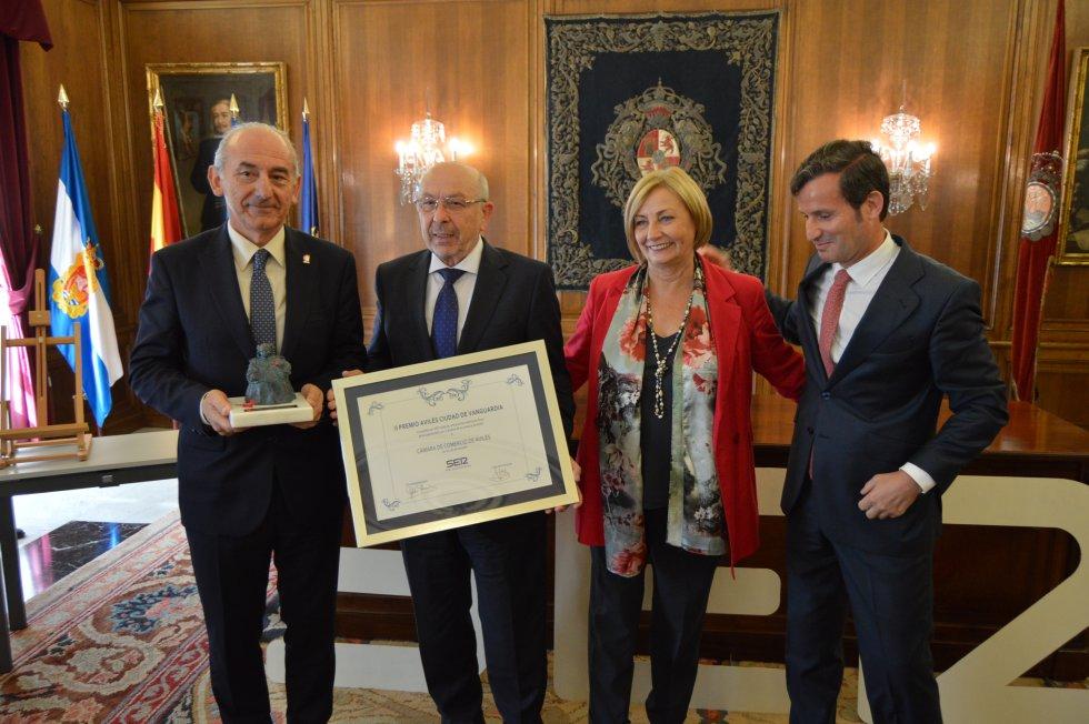 El presidente, Luis Noguera y el vicepresidente, José Martínez junto a la alcaldesa, Mariví Monteserín y el director regional de la SER, Pablo González-Palacios