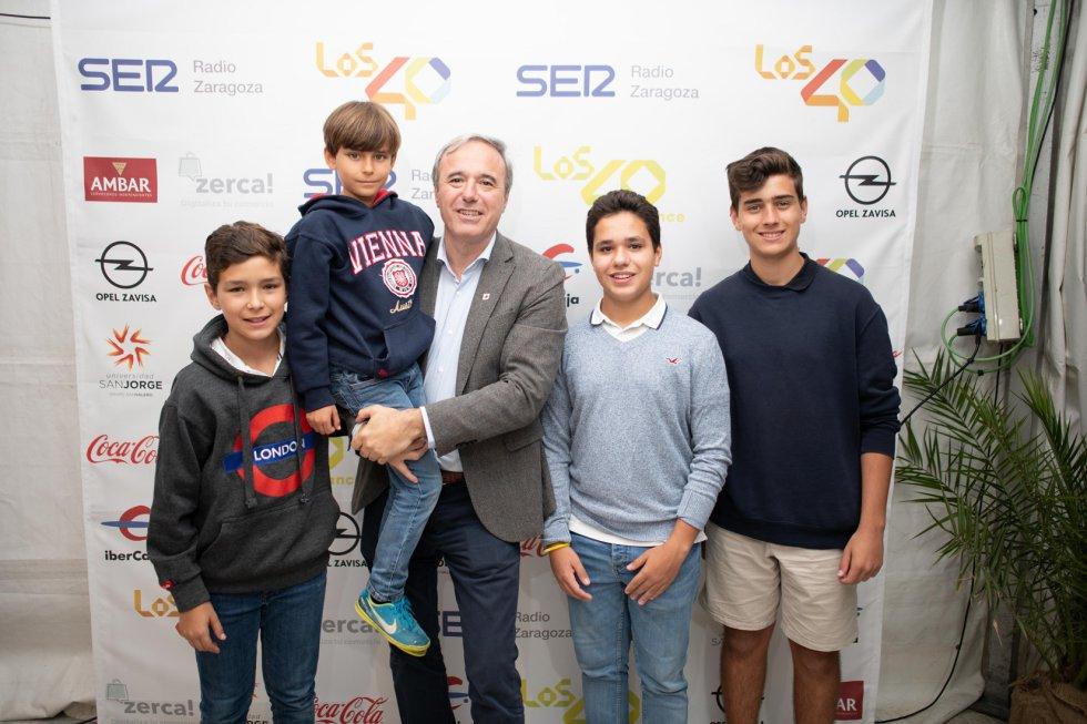 Entre los asistentes a la zona VIP del concierto de Los 40 Dance, el alcalde de Zaragoza, Jorge Azcón.