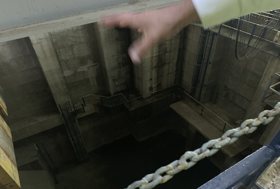 La torre de control cuenta con este pozo de 40 metros de profundidad por debajo del nivel del mar, lo que da una idea de la complejidad de esta infraestructura