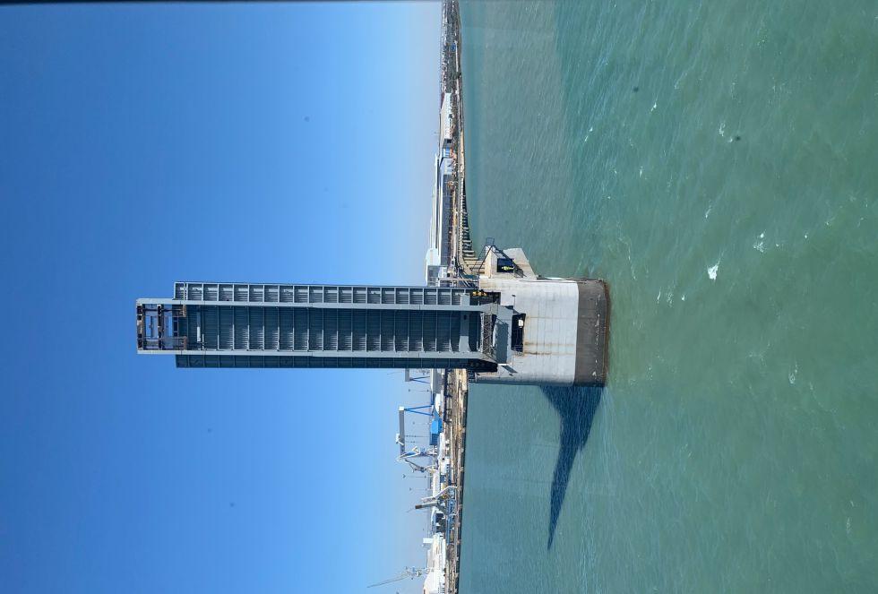 El semitramo de Puerto Real, visto desde Puerto Real, completamente levantado