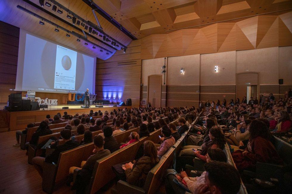 El público asiste con atención la participación de Andy Stalman en el III Branding Day de Cádiz