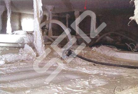 Trampilla en el techo de los asesos situados en la planta baja del cuerpo de trasdós de la Capilla del Santo Sepulcro.