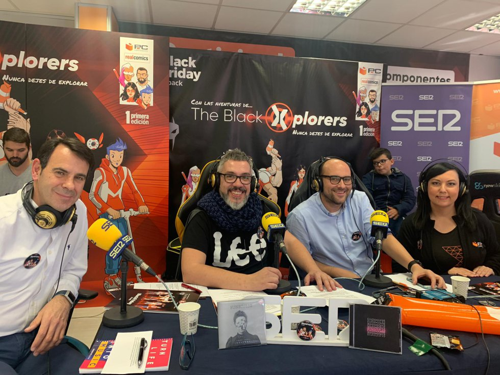 Nuestro comañero Paco Sánchez junto a Alejandro Gutiérrez, jefe de producto y Carmen Lopez, responsable de Tiendas