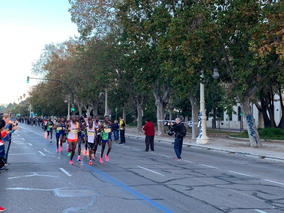 Más de 25.000 corredores se han inscrito en esta carrera que ha recorrido las calles de València