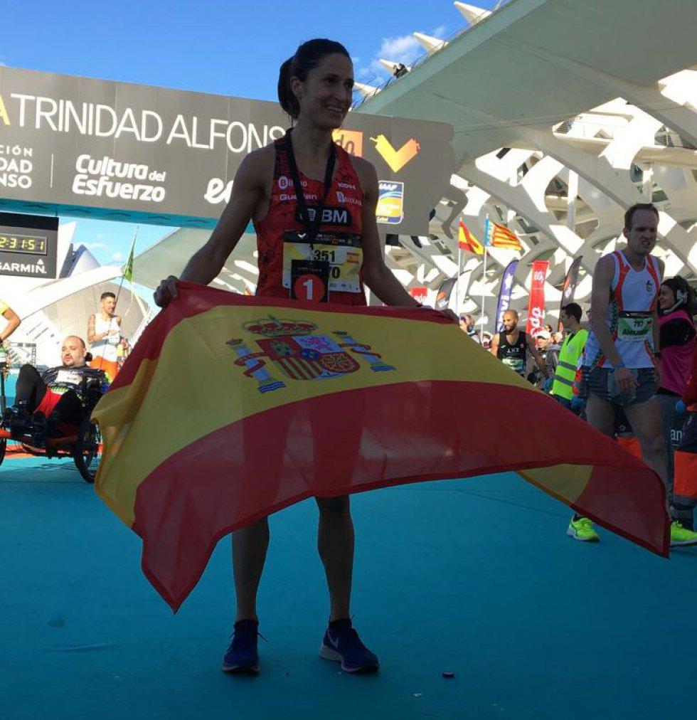 Elena Loyo ha sido la primera española en entrar a meta con un crono de 2h30:57. Tras ella han entrado Irene Pelayo en segunda posición (2h32:15) y Gema Barrachina (2h33:29) en tercera.