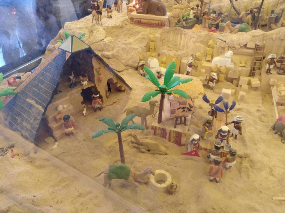 Abre un belén hecho con más de 3.000 muñecos de playmobil en Toledo