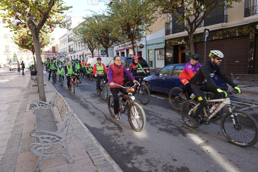 Elda celebra en bicicleta el Día de la Constitución