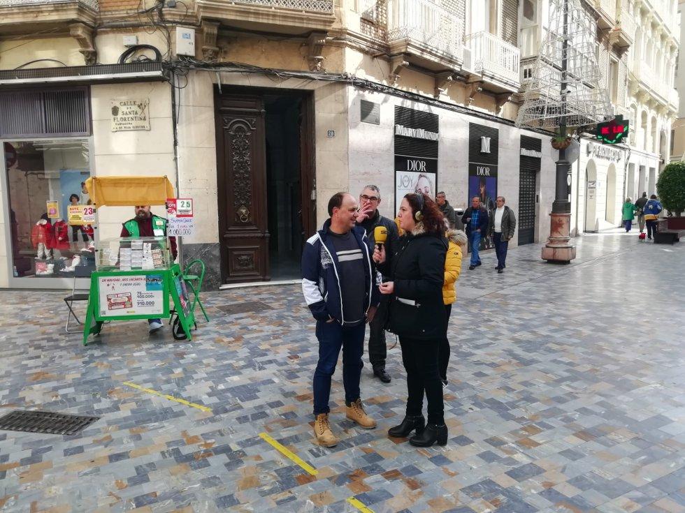 Maica Sánchez con los ciudadanos de Cartagena viviendo la fiesta de la cultura en la calle.