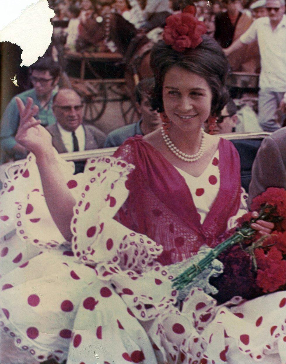La Princesa Sofía, vestida por Lina, en la Feria de Abril de Sevilla en 1968