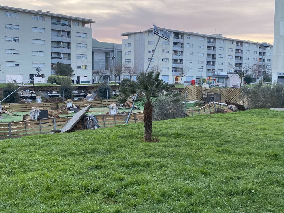 El parque infantil estaba construido sobre un aparcamiento privado de la calle Tomás y Valiente.