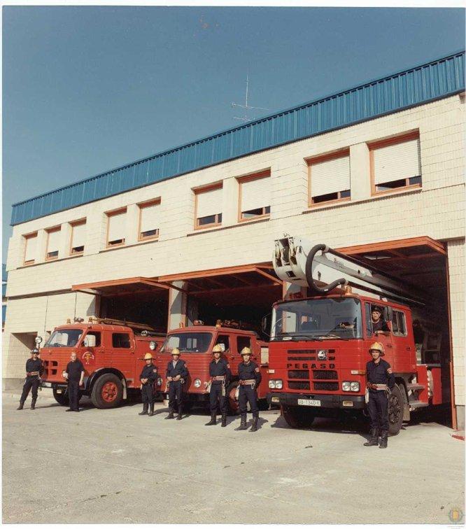 Trabajadores y vehículos del Parque de Bomberos de Canterac