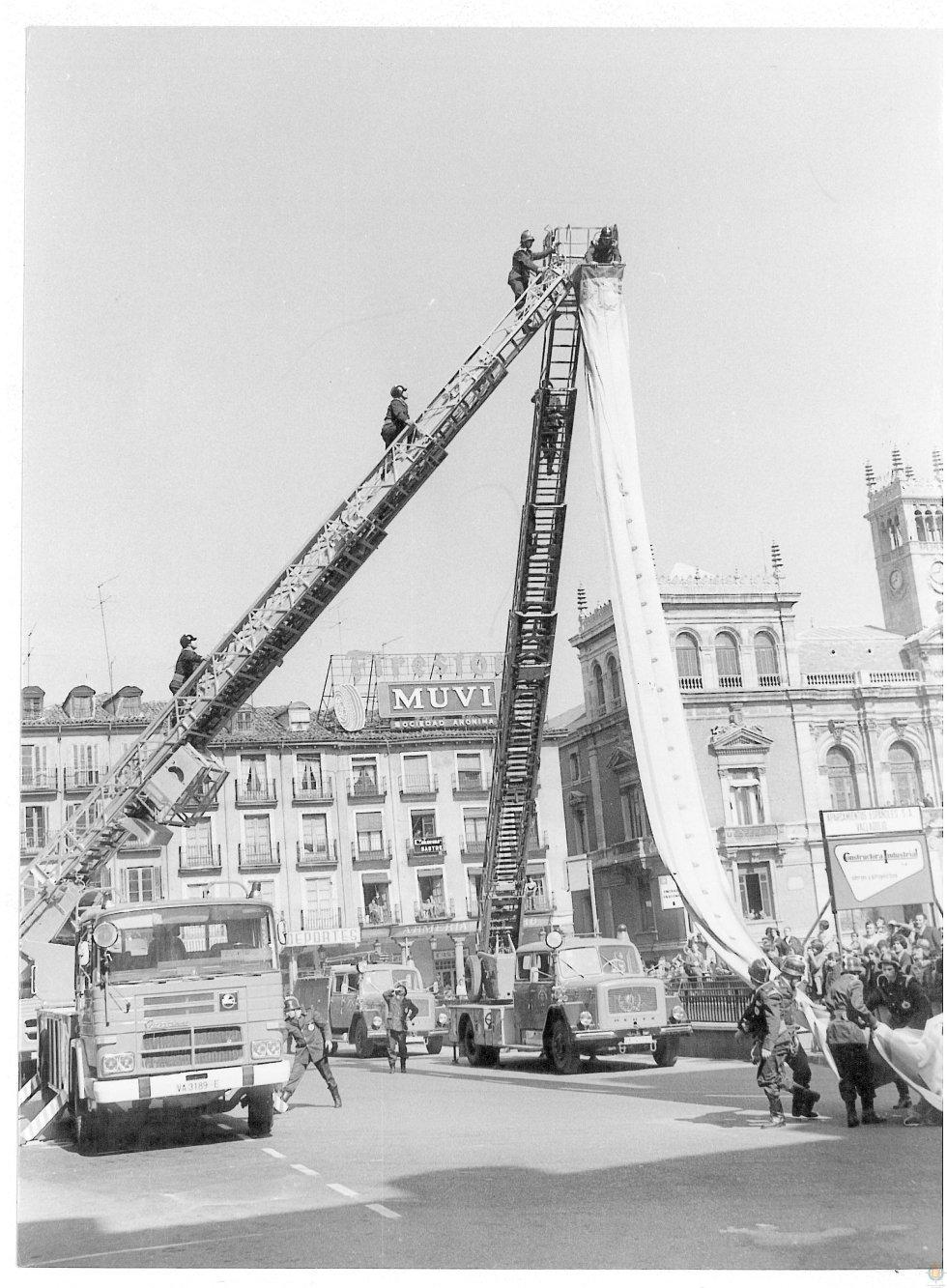Un paseo por el archivo fotográfico de los bomberos de Valladolid