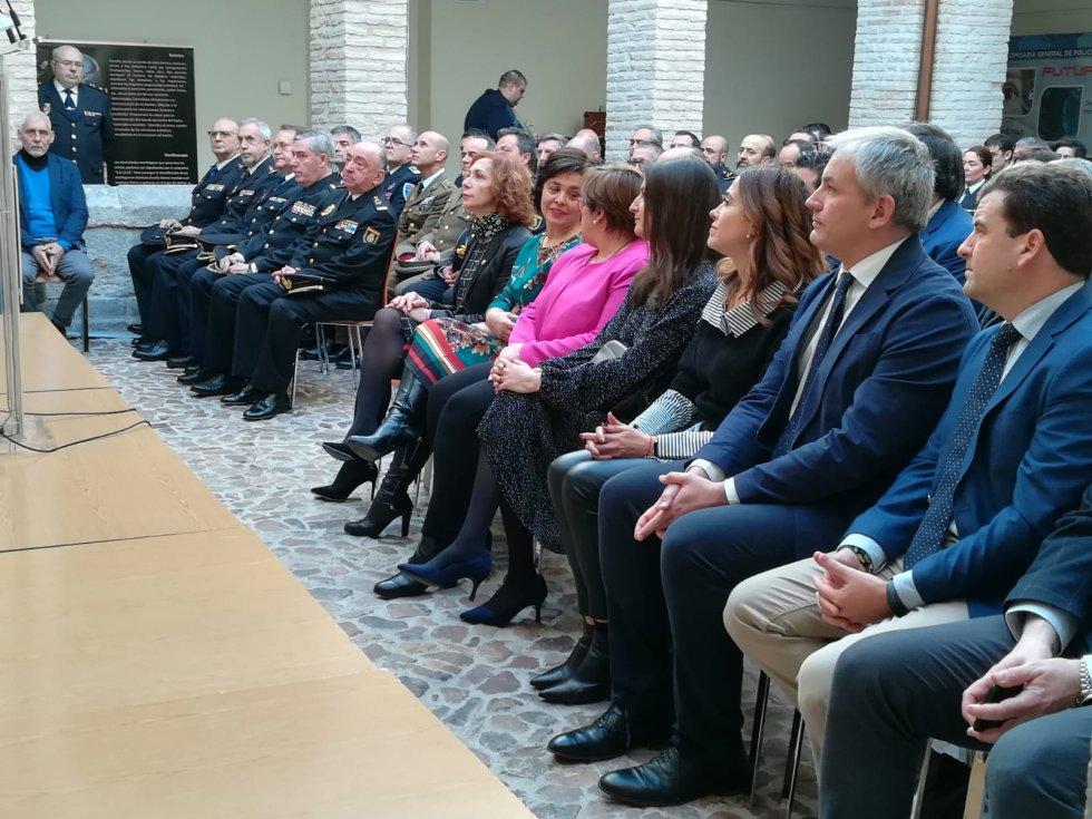 Autoridades durante el acto de inauguración de la exposición