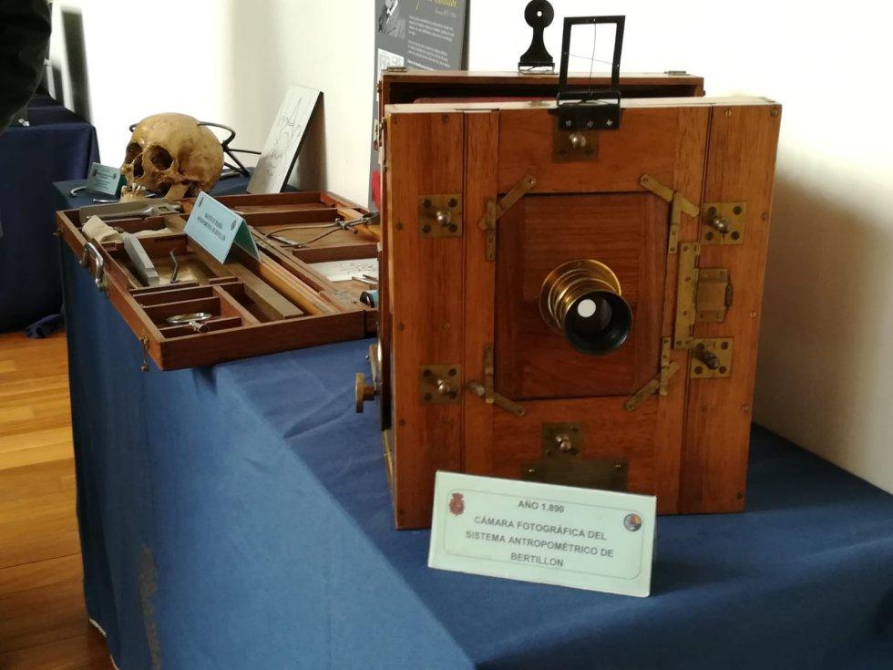 Cámara fotográfica del sistema antropométrico de Bertillon
