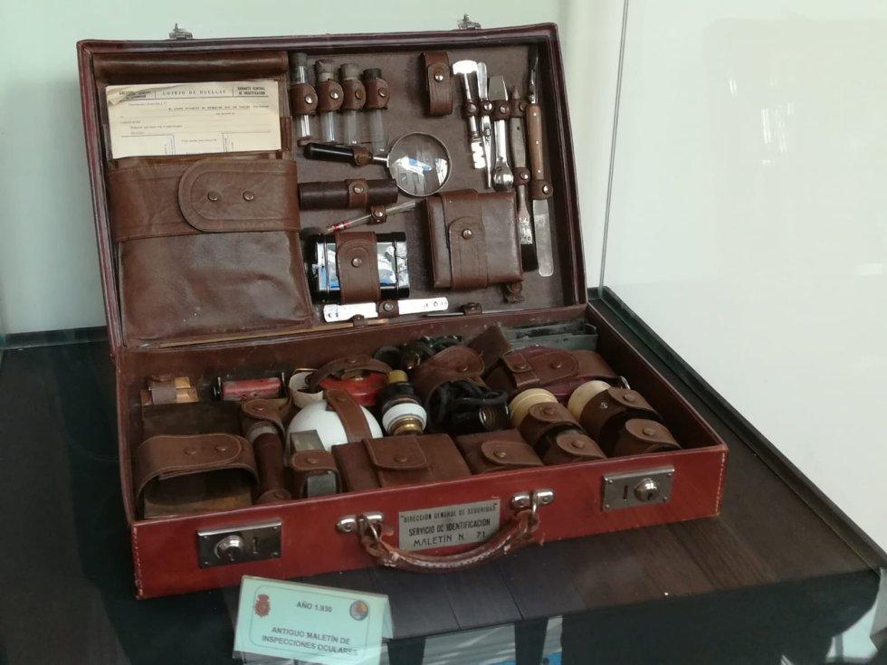 Antiguo maletín de inspecciones oculares
