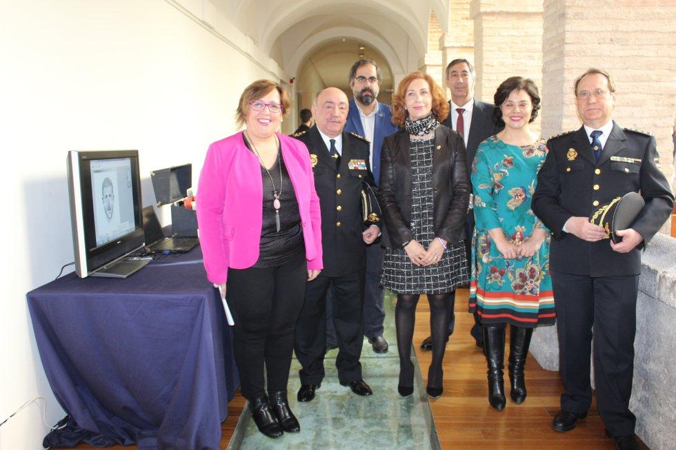 Principales autoridades en el acto de inaguración de la exposición en el Convento de la Merced