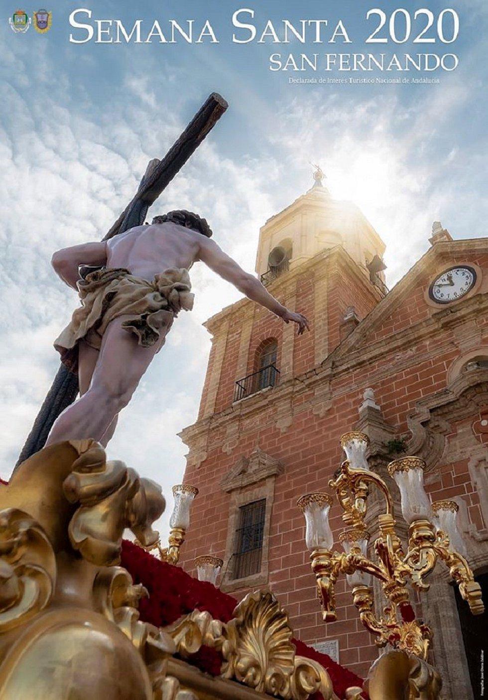 En San Fernando, José Otero fotografía al Señor Resucitado para anunciar la Semana Santa isleña de 2020.