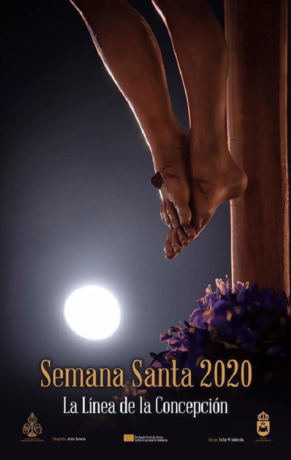La Semana Santa de La Línea de la Concepción se anuncia con una fotografía de Jesús Asencio Pérez. En el cartel se aprecia un monte de lirios bajo los pies del Santísimo Cristo del Mar y la luna de fondo.