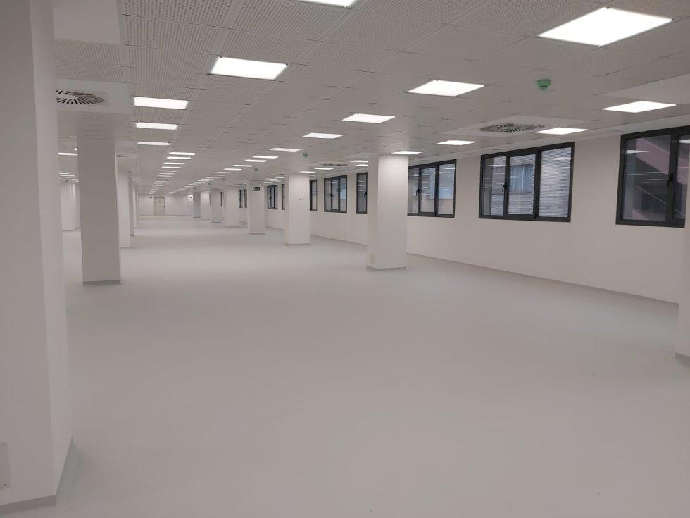 Hall de edificio técnico: laboratorios diagnósticos...