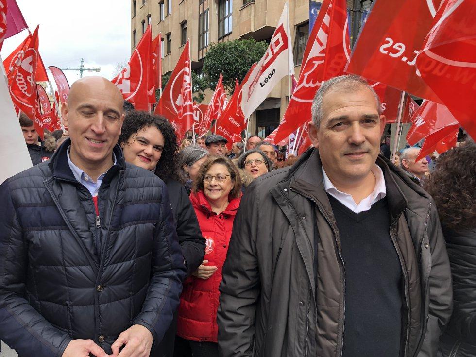 El alcalde de León José Antonio Díez ha acudido junto a varios de sus concejales