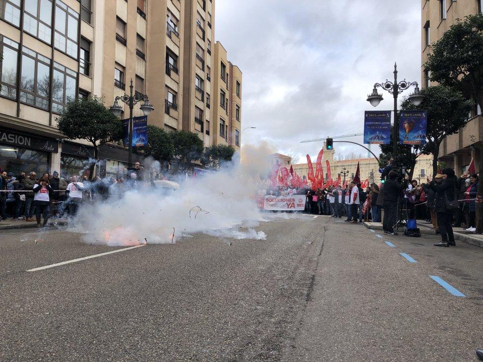 La multitudinaria marcha ha recorrido el centro de León